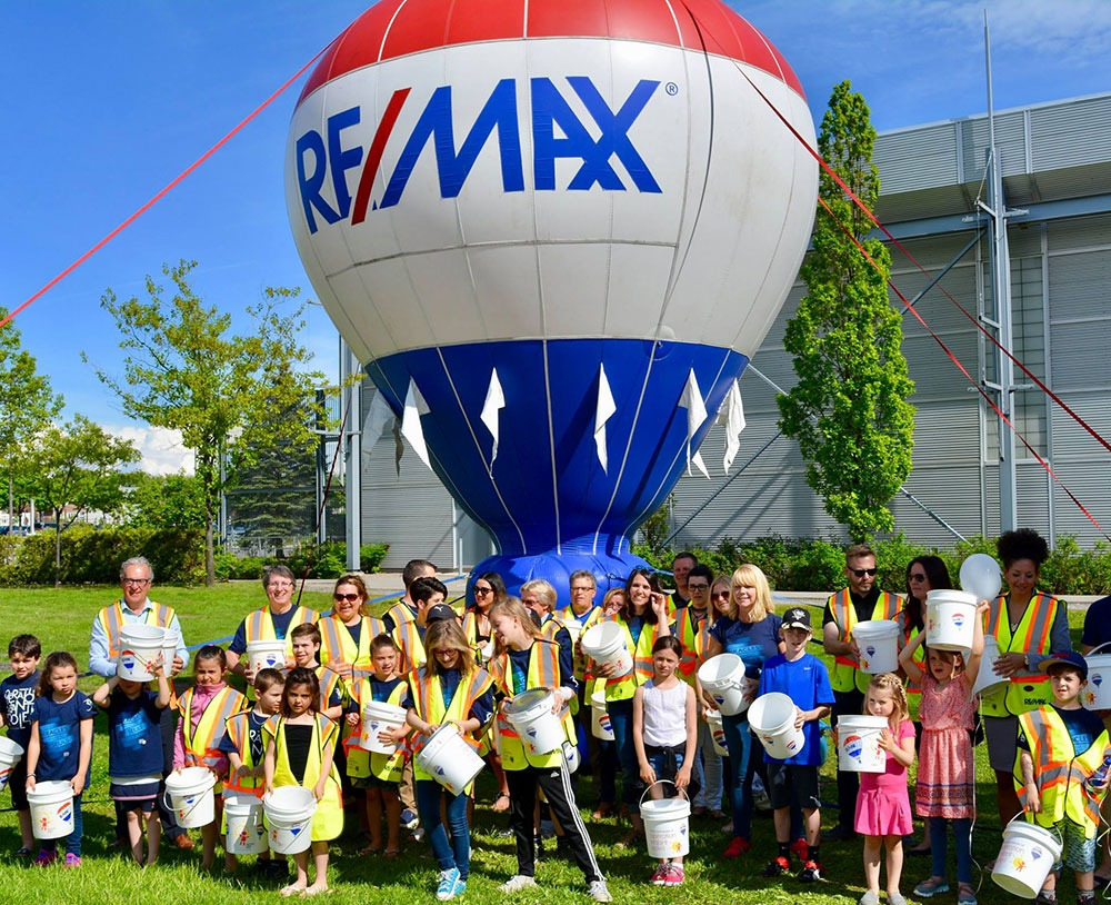 Families infront of Remax hot air balloon